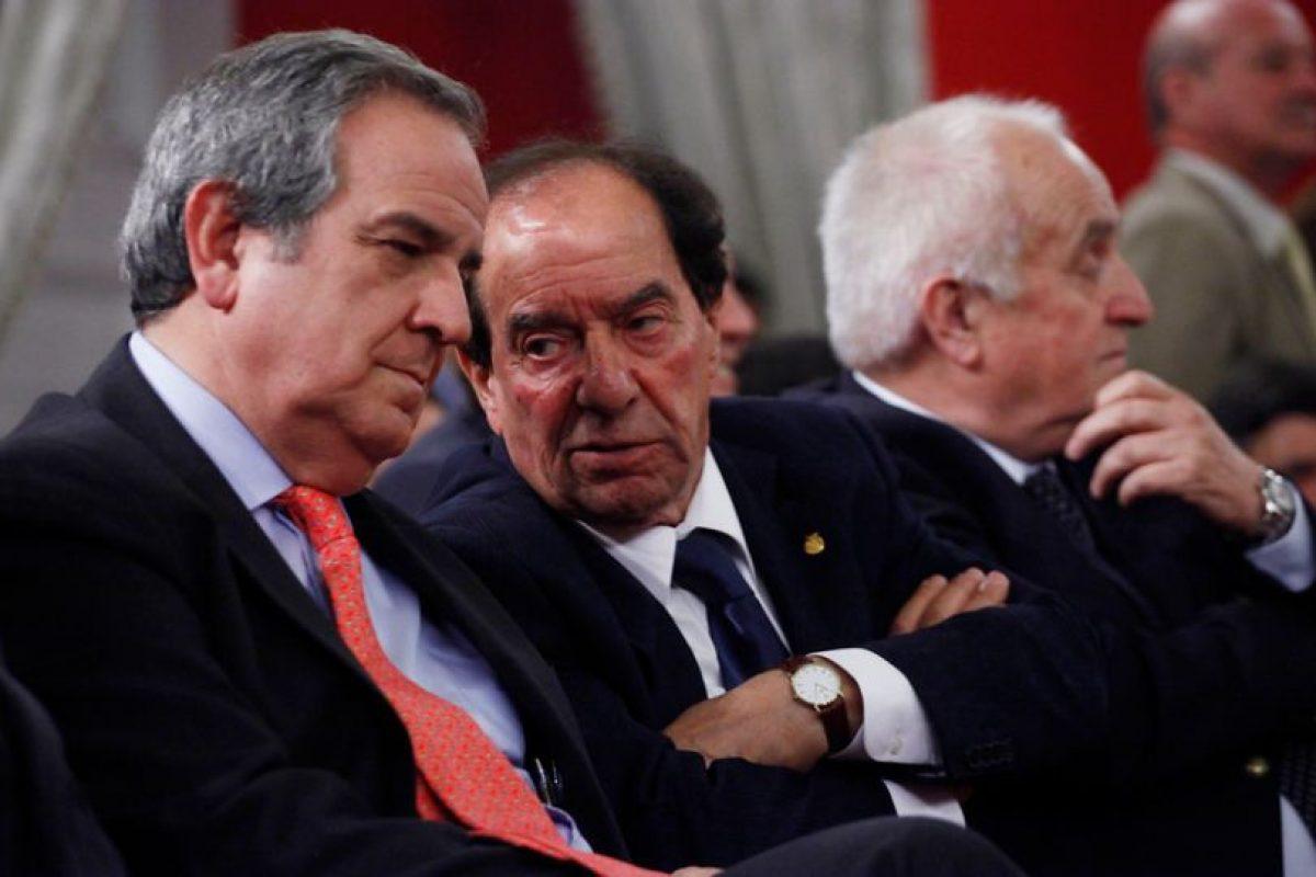 De izquierda a derecha aparecen: Andres Santa Cruz y Rafael Cumsille, quien en 1972 lideraba la Condefech Foto:Agencia Uno. Imagen Por: