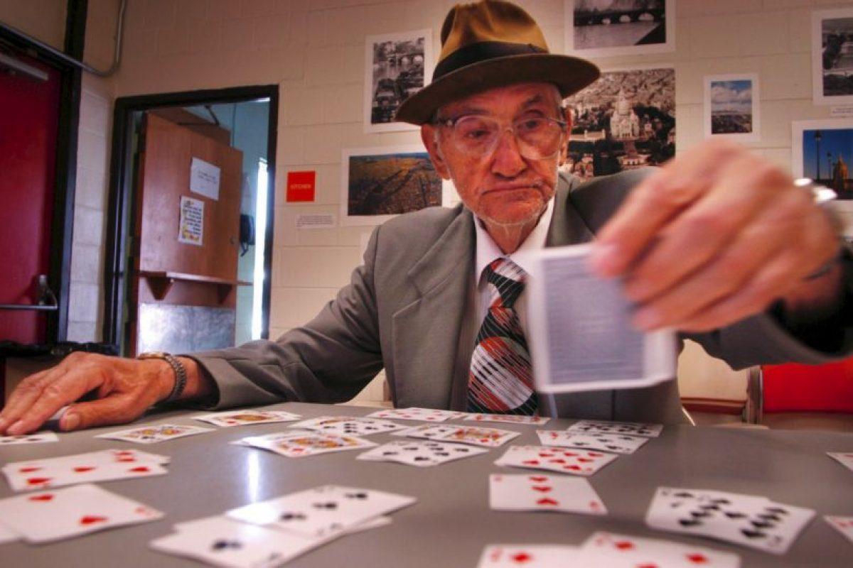 El objetivo es utilizar todas las cartas de la baraja para construir las cuatro pilas de naipes clasificadas por pintas comenzando por los ases en orden ascendente Foto:Getty Images. Imagen Por: