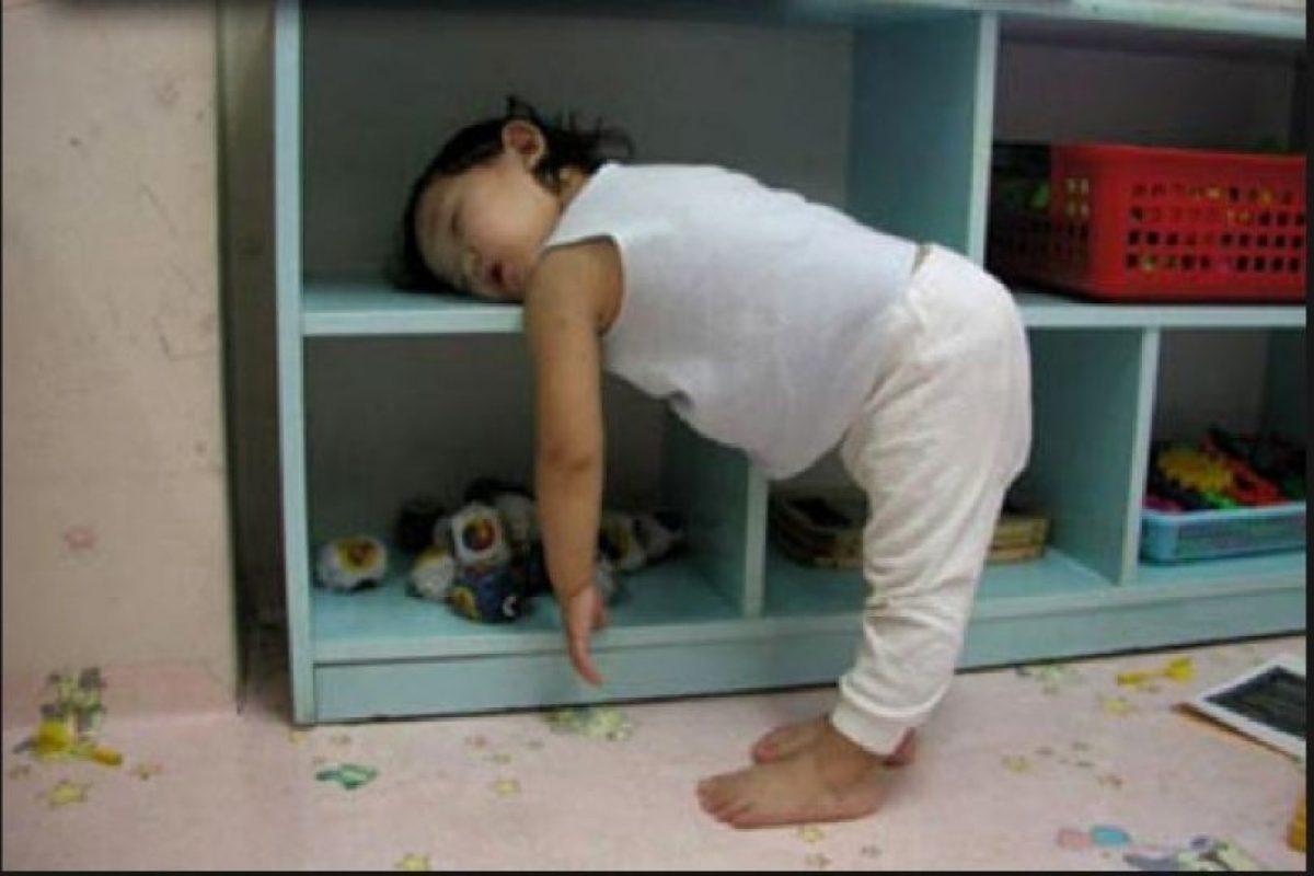 Esta pequeña se quedó dormida en el camino… Foto:Vía Tumblr. Imagen Por:
