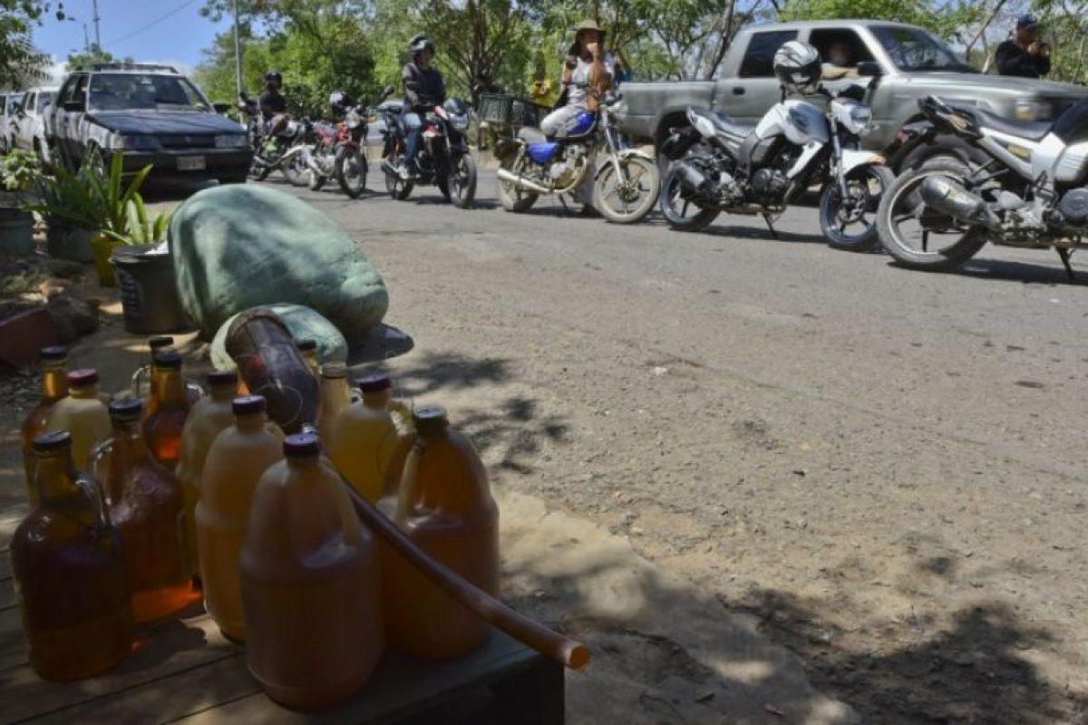 Con el paso de los días, Cúcuta (en Colombia) empezó a padecer poblemas en el abasto de gasolina. Foto:AFP. Imagen Por: