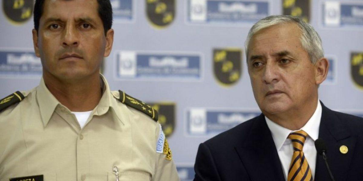 Presidente de Guatemala desafía la voz de la calle y se aferra al poder