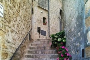 Solamente se les dará a ciudadanos italianos o de la Unión Europea, quienes deberán presentar en un año un proyecto de restauración, el cual terminarán en 3 años, de acuerdo comunicado emitido por las autoridades Foto:Instagram.com/mrtrap90. Imagen Por:
