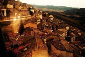 Este pueblo de la provincia de Palermo obtuvo fama mundial por regalar sus casas Foto:Instagram.com/drinkwater_2001. Imagen Por: