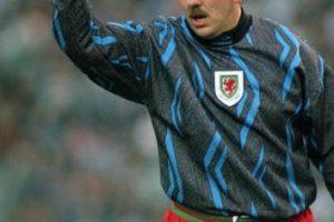 """Así como lo ven de """"gordo"""", es el jugador con más partidos en la Selección de Gales (92), la cual defendió de 1982 a 1997. Foto:Getty Images. Imagen Por:"""