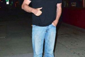 Mientras el actor salía de un restaurante de sushi en Los Ángeles, fue captado con la bragueta del pantalón abajo. Foto:The Grosby Group. Imagen Por: