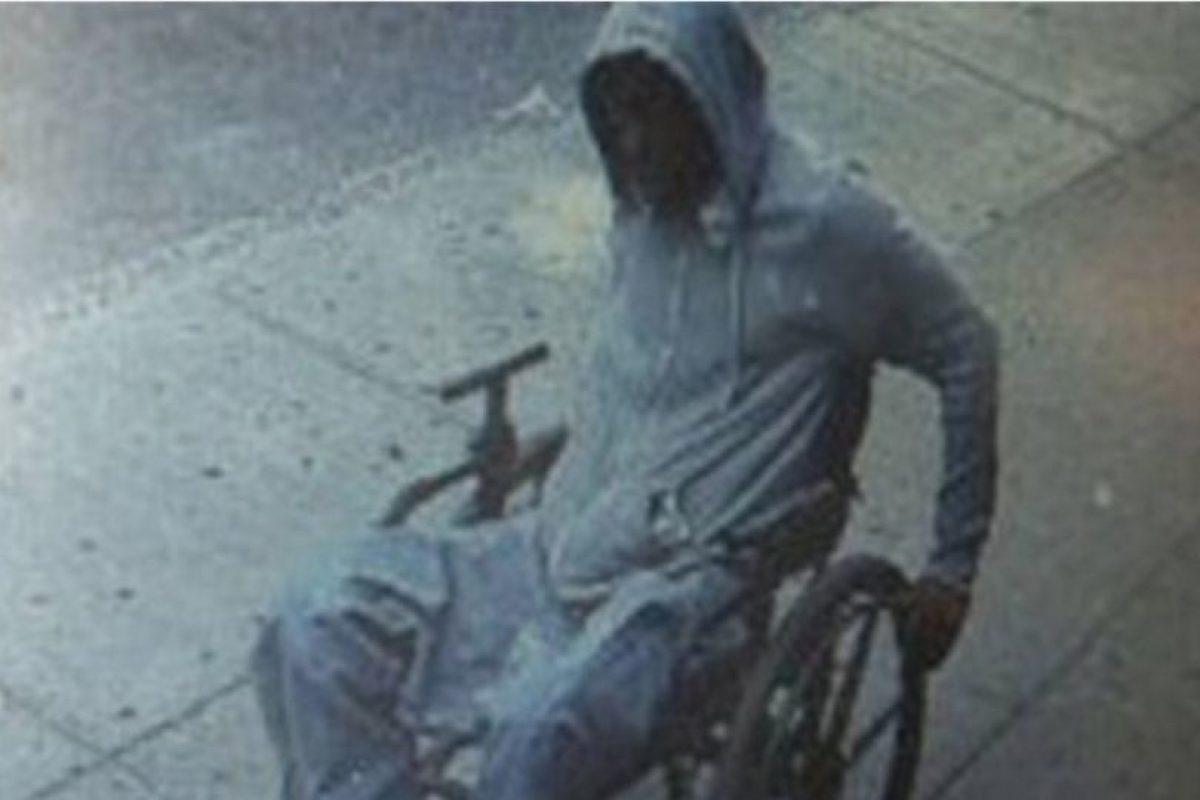 Un hombre en silla de ruedas robó un banco Foto:nyc.gov. Imagen Por: