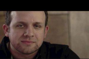 Se trata de Clay Turney, quien nunca fue capturado por la policía. Quiere publicar un libro sobre cómo robar bancos le cambió la vida Foto:YouTube- Archivo. Imagen Por: