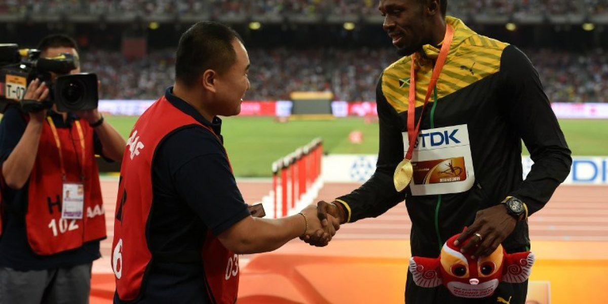 Camarógrafo chino que atropelló a Bolt pide disculpas y le entrega regalo