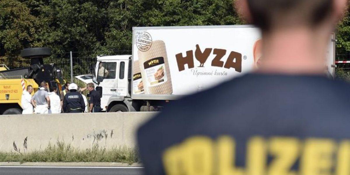 Detienen a sospechosos de manejar camión con 71 inmigrantes muertos