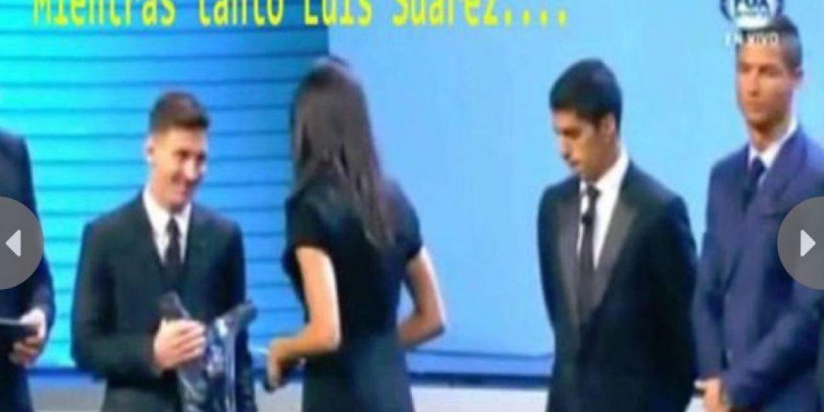 Captan a Luis Suárez mientras miraba el trasero de la conductora de la UEFA