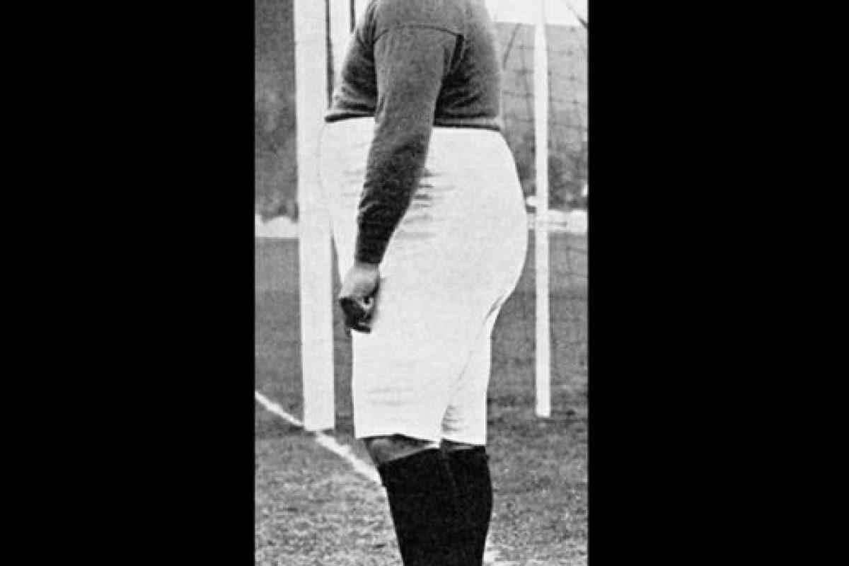 Es el futbolista más gordo que haya jugado profesionalmente. Destacó a principios del siglo XX como jugador del Chelsea y Sheffield United. Ganó la Primera División y dos FA Cup. Foto:Wikimedia. Imagen Por: