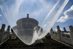 Mujer china posa para sus fotos de bodas. Foto:AFP. Imagen Por: