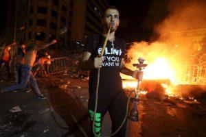 Manifestante fuma en el Líbano. Foto:AFP. Imagen Por: