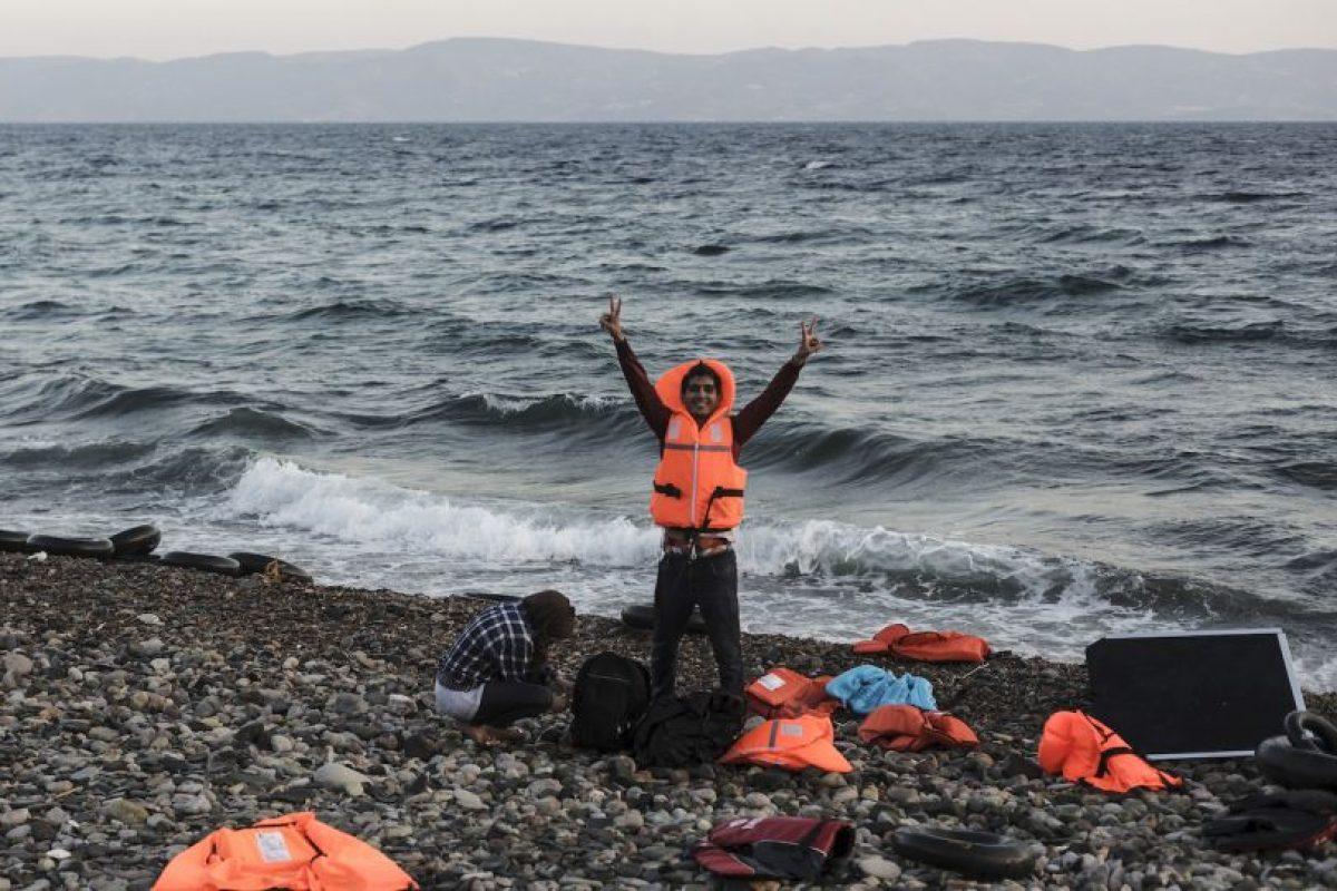 Refigiado sirio celebra haber llegado a Grecia. Foto:AFP. Imagen Por:
