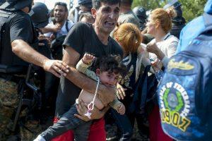 Migrantes en frontera de Macedonia y Grecia. Foto:AFP. Imagen Por: