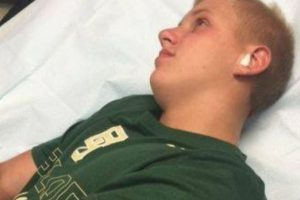 Grant Botti, adolescente de 14 años oriundo de Arkansas, decidió un día ir a nadar al aire libre. Pero luego la naturaleza le cobró cara su placentera idea. Foto:Vía Facebook. Imagen Por: