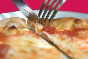 4. Tenedor y cuchillo Foto:Vía Bodylanguagelady. Imagen Por: