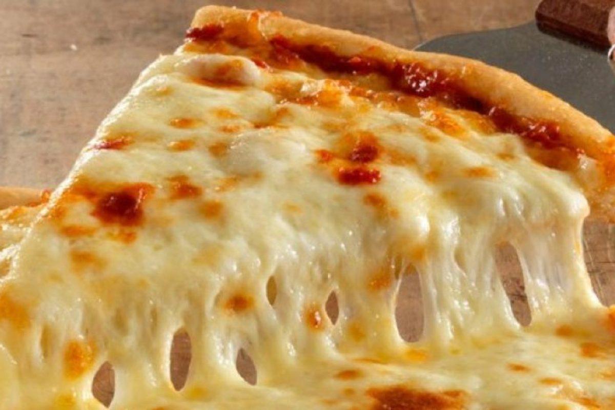 Las personas que simplemente toman un trozo de pizza y la llevan cuidadosamente a su boca, suelen ser perfeccionistas que piensan desorden equivale a la tensión. Foto:Wikimedia. Imagen Por: