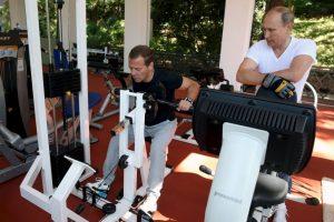 El primer ministro, Medvedev, intenta concentrarse en su entrenamiento. Foto:AFP. Imagen Por: