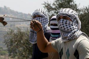 El Consejo de Ministros de Israel aprobó un proyecto de ley que endurece las penas contra palestinos que arrojen piedras a soldados israelíes Foto:AFP. Imagen Por:
