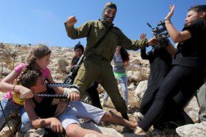 El soldado se retiró en el momento Foto:AFP. Imagen Por: