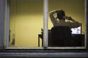 Para remediar los perjuicios del sedentarismo, es importante no sólo controlar las horas que pasamos sentados. Foto:Getty Images. Imagen Por: