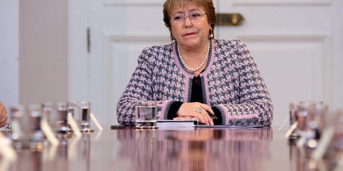 Cadem: a 68% aumenta rechazo a Bachelet y su aprobación cae un punto