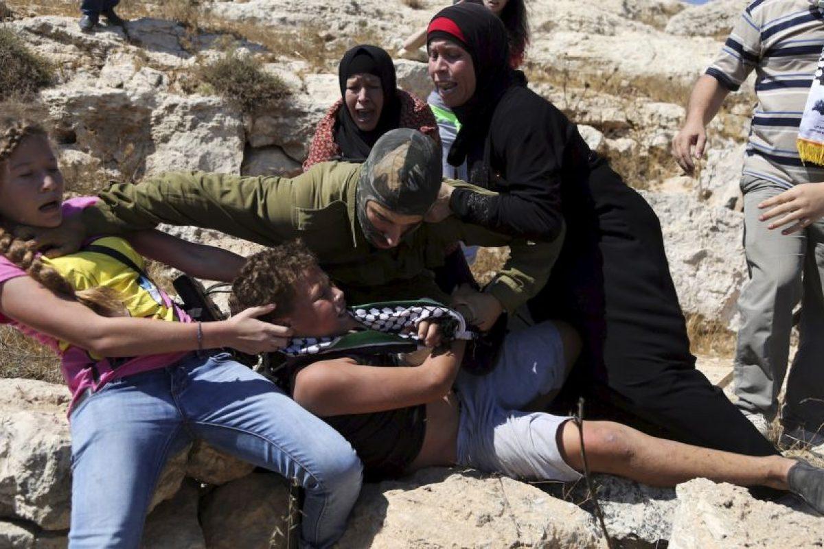A su rescate acudieron las mujeres de su familia Foto:AP. Imagen Por: