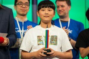 """Audrey Zhang, la ganadora con su dibujo """"Back to Mother Nature"""" de entre más de 100 mil niños participantes menores de 12 años. Foto:Google. Imagen Por:"""