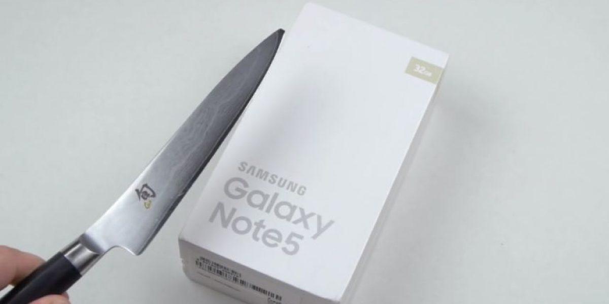 Video: Esto pasa cuando golpean un Galaxy Note 5 con un martillo
