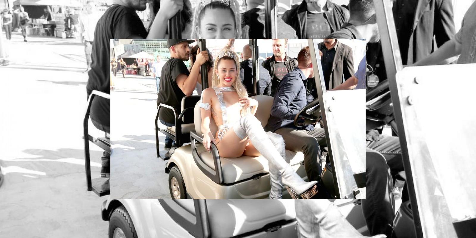 """La anfitriona de los MTV VMAs mostró """"involuntariamente"""" uno de sus pezones en el backstage. Foto:Getty Images. Imagen Por:"""