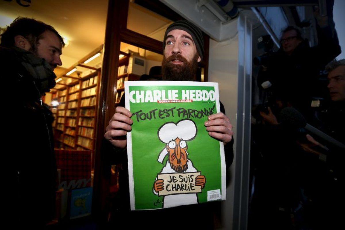 Esta fue la portada que lanzaron después del ataque en el que murieron 10 de sus caricaturistas Foto:Vía: www.facebook.com/CharlieHebdoOfficiel. Imagen Por: