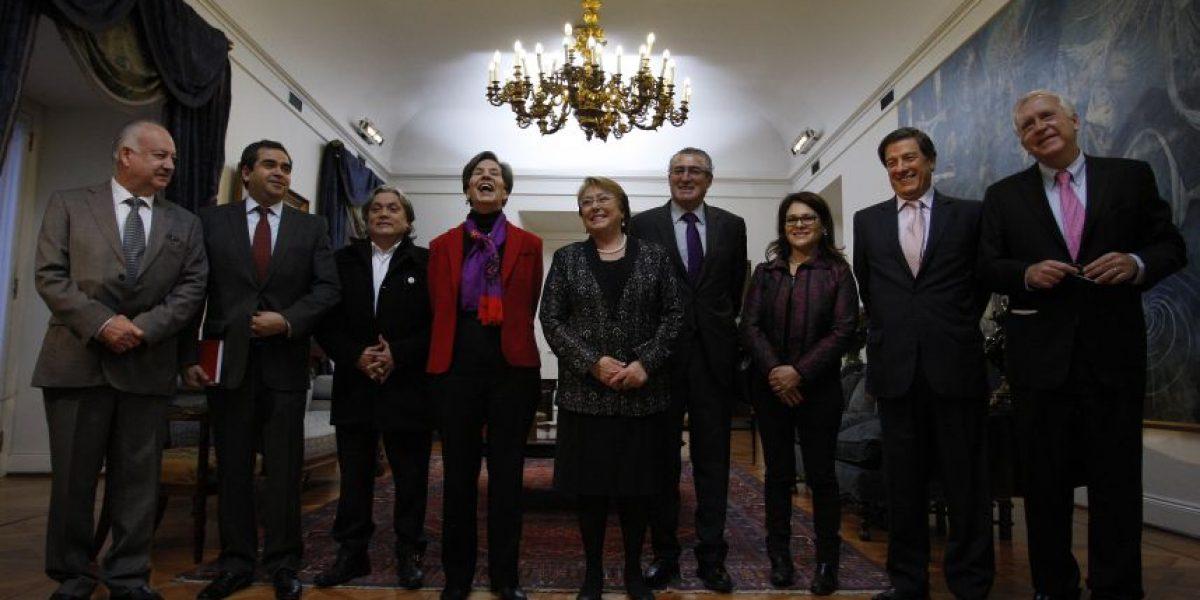 Nueva Mayoría pide a Bachelet que retrase a octubre anuncio de proceso constitucional