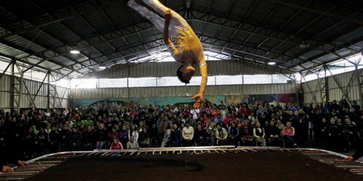La magia del circo llegó al Centro Penitenciario Femenino de Santiago