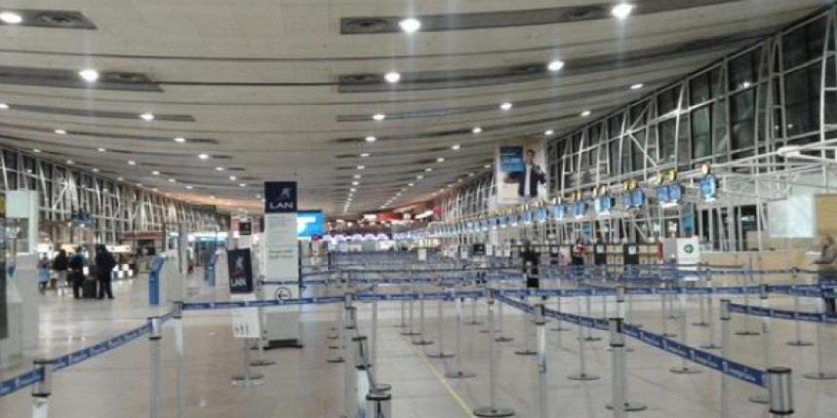 Trabajadores de la DGAC inician paro y aerolíneas suspenden vuelos
