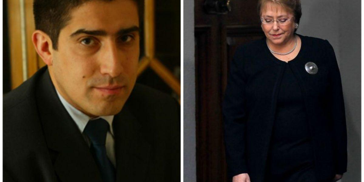 Patricio Navia: Bachelet podría caer más si no inicia proceso constituyente