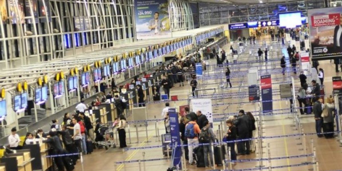 En un 90% cifran adhesión a paro de funcionarios de aeropuertos