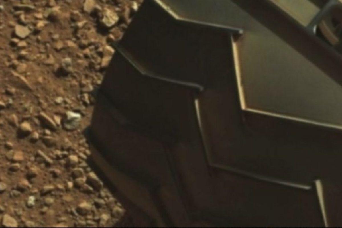 """El """"dedo"""" está en la parte superior izquierda de la imagen Foto:Foto: Fotografía original en http://mars.jpl.nasa.gov/msl-raw-images/msss/00003/mcam/0003ML0000125000E1_DXXX.jpg. Imagen Por:"""