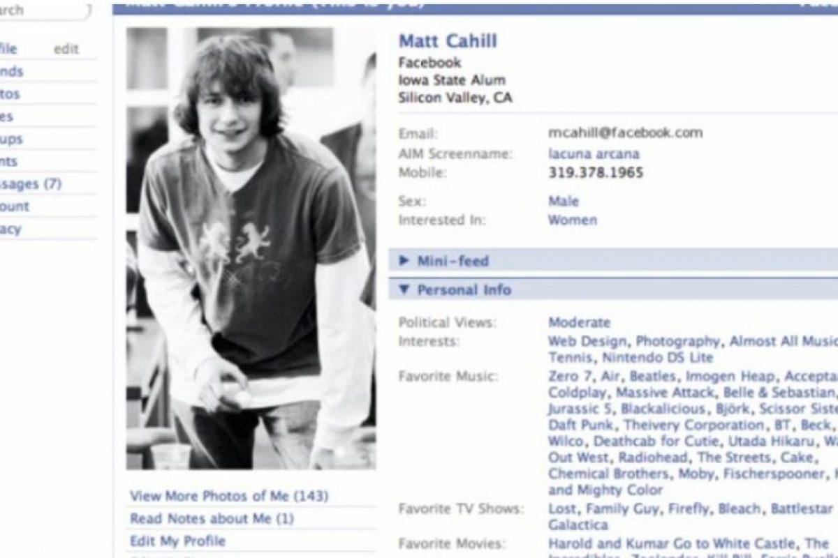 """2005. """"The"""" es eliminado del nombre de la red social. Foto:Facebook.com. Imagen Por:"""