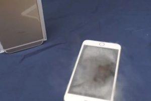 El smartphone de Apple se salvó del nitrógeno líquido. Foto:vía FullMag / YouTube. Imagen Por: