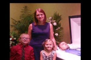La familia lamentó mucho la pérdida. Foto:Vía Facebook.com/eva.holland.79. Imagen Por: