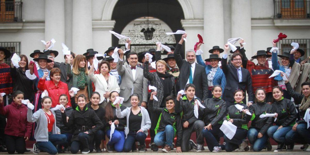 Presidenta Bachelet anuncia el 15 de septiembre como Día Nacional de la Cultura Folclórica