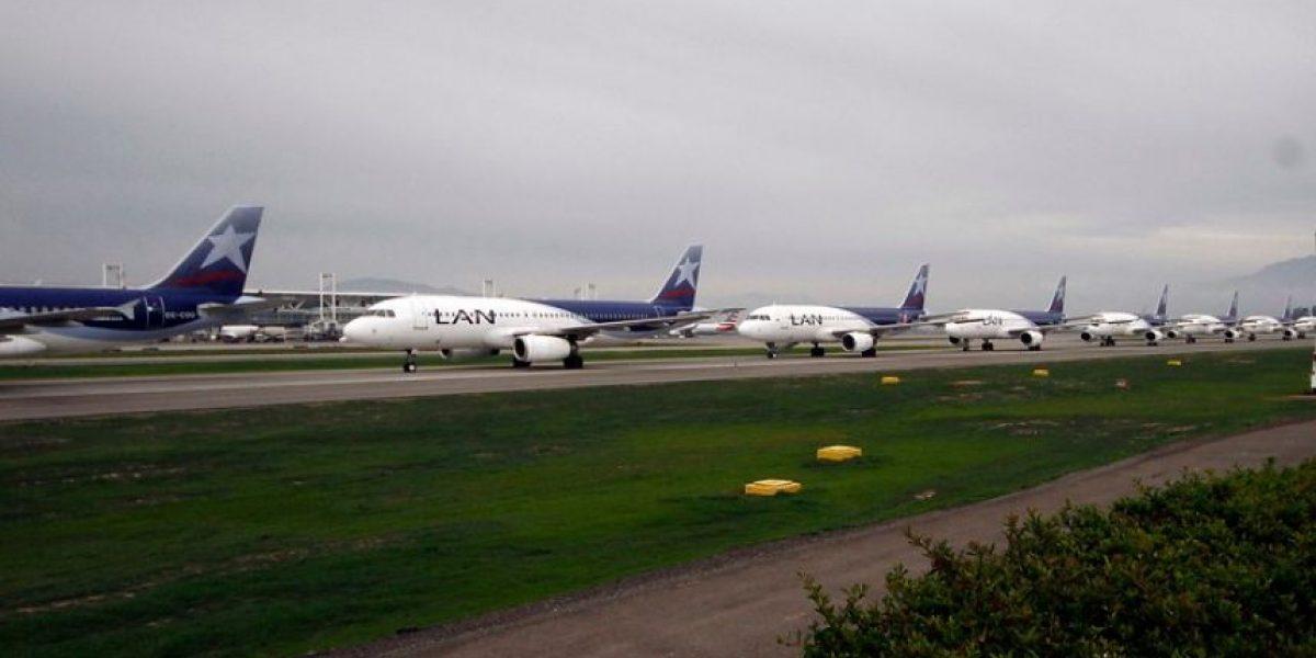 Jefe de aeropuerto afirma: estacionar aviones en la losa es normal