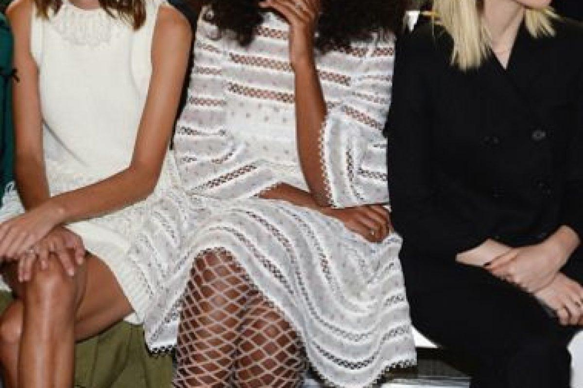 """Solange si se equivoca, lo hace a lo grande. Este outfit tan """"Alice in Wonderland"""" es confuso para la vista. Foto:vía Getty Images. Imagen Por:"""