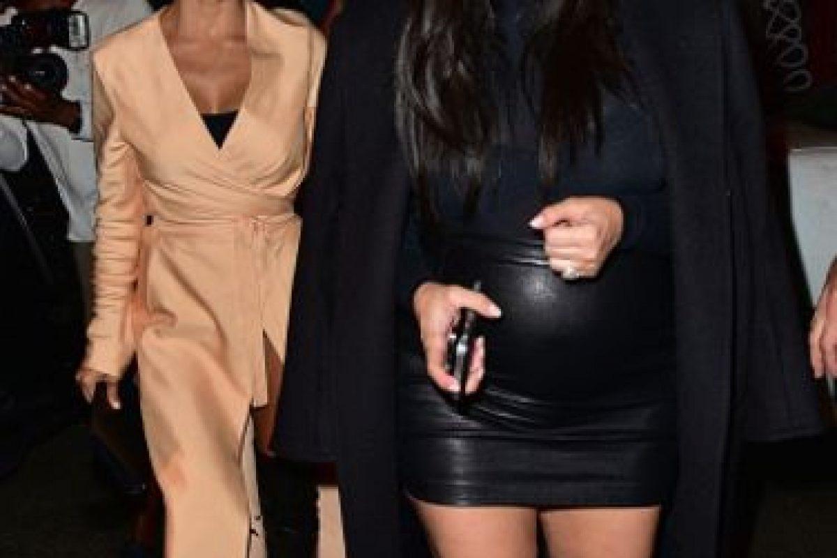 """Siempre arriesgándose para verse más """"trashy"""" en cada combinación. Kim Kardashian es única… dentro de lo que puedan interpretar. Foto:vía Getty Images. Imagen Por:"""