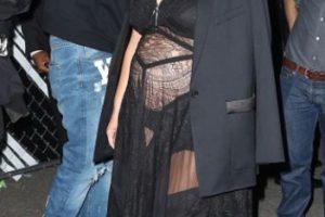 Pero lo exuberante y vulgar está en el vestido. Foto:vía Getty Images. Imagen Por: