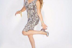 Mostrar curvas y ser exuberante. Foto:vía Twitter/Thalia. Imagen Por: