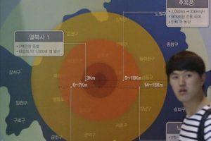 Esta imagen muestra el grado de destrucción de una bomba nuclear si detonara en Seúl. Se encuentra en el Museo Memorial de la capital surcoreana. Foto:AP. Imagen Por: