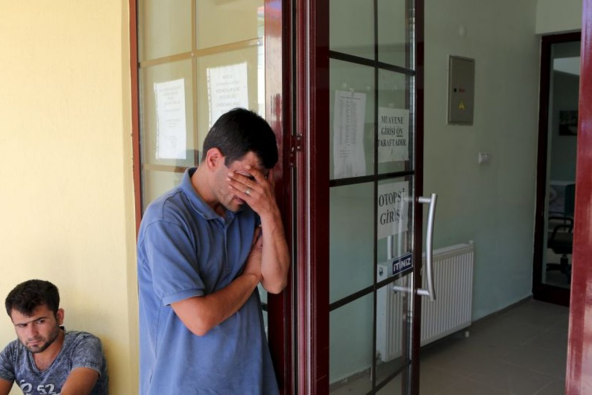 Abdullah Kurdi declaró que intentó salvar a su familia cuando la embarcación en la que viajaban se hundió, sin poder lograrlo. Foto:AP. Imagen Por: