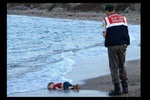 La muerte de su hijo menor se dio a conocer después de esta fotografía. Foto:AFP. Imagen Por: